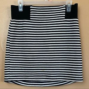 TopShop Black & White Mini Skirt Size 10 P-11
